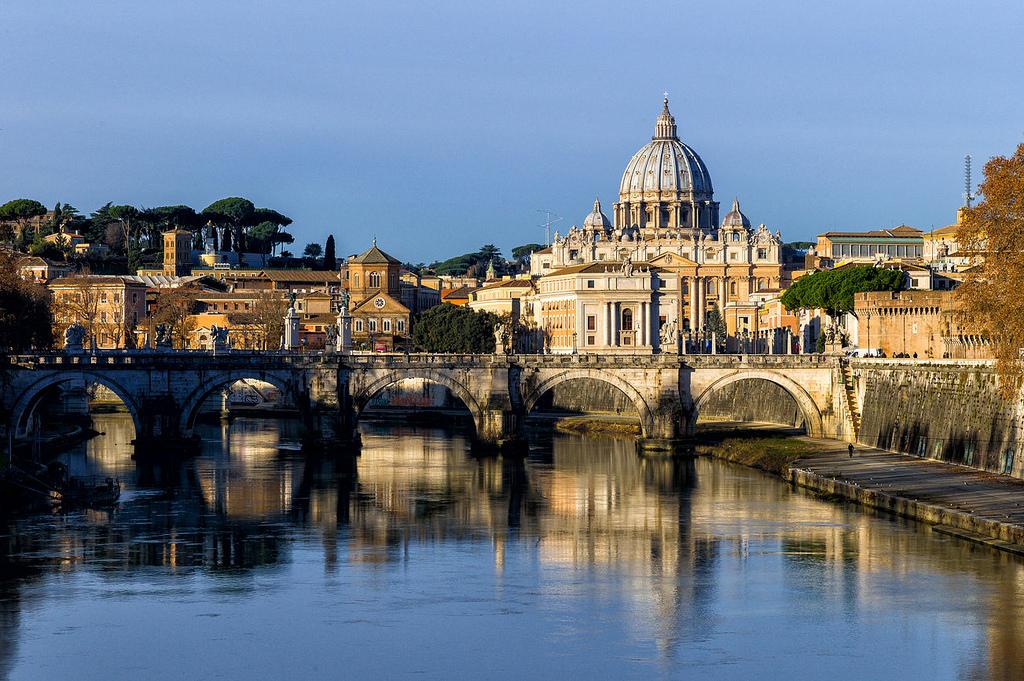 Tevere mit der St. Peterskathedrale